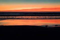 在缆绳海滩,布鲁姆,澳大利亚西部,澳大利亚的日落 免版税图库摄影