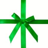 在缎丝带的绿色缎弓 免版税图库摄影
