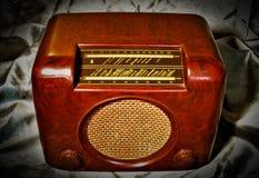 在缎的葡萄酒收音机 库存照片
