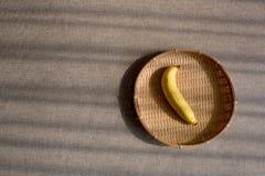 在编篮艺品的香蕉 免版税库存照片