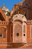 1799在编译城市被设计的谨慎表单闺房hawa印度斋浦尔mahal宫殿零件之下提供季度居民街道是妇女对视图的s 免版税库存图片