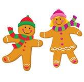在编织盖帽和围巾的姜饼孩子 免版税库存照片