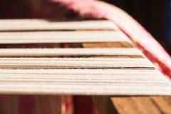 在缝合的或织机的白色丝绸螺纹 免版税库存图片