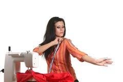 在缝合设备的裁缝工作 免版税图库摄影