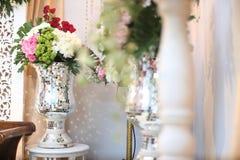 在罐的婚礼花 免版税库存图片