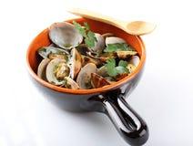 在罐的新鲜的蛤蜊 免版税库存照片