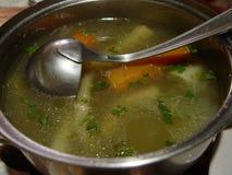 在罐的自创汤 免版税图库摄影