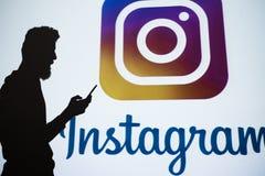 在网上分享Instagram社会网络的照片 图库摄影
