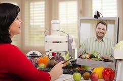 在网上咨询营养的宗师 库存图片