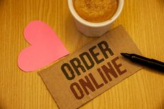 在网上显示命令的概念性手文字 企业照片发短信给购买某事在互联网电子商务无线购物 免版税库存照片