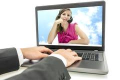 在网上聊天对电话中心的顾客 免版税库存图片