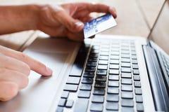 在网上薪水 免版税库存图片