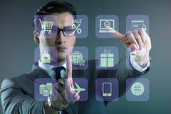 在网上贸易和购物的概念的商人 向量例证