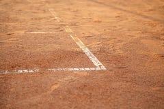 在网球场的线 库存照片