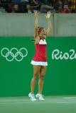 在网球妇女` s选拔里约2016年奥运会的决赛后,波多黎各的奥林匹克冠军莫妮卡德普伊赫庆祝胜利 免版税库存照片