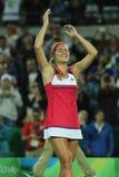 在网球妇女` s选拔里约2016年奥运会的决赛后,波多黎各的奥林匹克冠军莫妮卡德普伊赫庆祝胜利 免版税库存图片