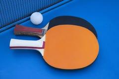 在网球桌上的构成 免版税库存照片