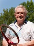 在网球竞争以后的老人 免版税图库摄影