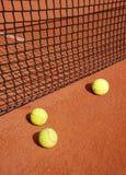 在网的网球 免版税库存照片