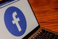 在网页照片的Facebook商标 免版税库存图片