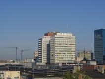 在罗兹市中心的看法与老塔公寓单元和skysc 免版税库存图片