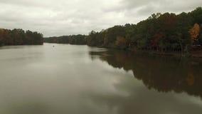 在罗利NC附近的Drone空中录影湖 股票视频
