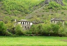 在罗多彼州山,保加利亚的老houseÑ  免版税库存图片