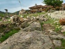 在罗多彼州山,保加利亚的老houseÑ  免版税库存照片