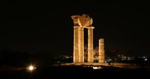 在罗得岛在晚上,希腊上城的阿波罗寺庙  免版税库存图片