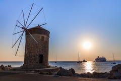 在罗得岛希腊的风车 免版税库存照片