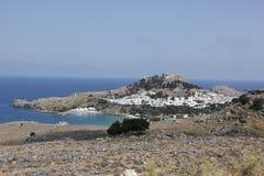 在罗得岛海岛上的Lindos市在希腊在夏天 免版税库存图片