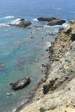 在罗得岛海岛的岩石海岸 库存图片