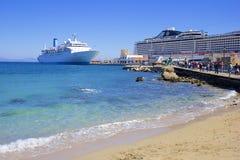 在罗得岛,希腊港的游轮  图库摄影
