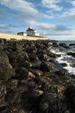 在罗德岛州灯塔附近的低潮 免版税库存图片