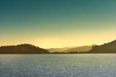 在罗托伊蒂湖, NZ的日出 免版税库存照片