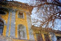 在罗斯托夫拍的水反射抽象秋天照片,俄罗斯 免版税库存照片
