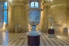 在罗浮宫巴黎法国的古老雕象 免版税库存照片