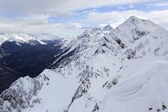 在罗莎Khutor高山手段的高峰石柱子 库存图片