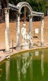 在罗马别墅附近的艾德里安娜・意大&# 图库摄影