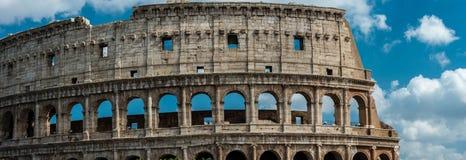 在罗马和早晨太阳,意大利的罗马斗兽场 库存照片