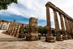 在罗马圆形露天剧场的Colums在阿曼,约旦 免版税库存图片