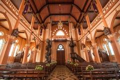 在罗马天主教堂里面的装饰在庄他武里Provi 免版税图库摄影