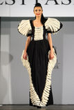 在罗马尼亚时装表演的女性模型在布加勒斯特市 免版税图库摄影