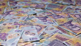 在罗马尼亚货币的低角度圆幻灯片 股票视频