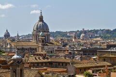 在罗马屋顶的看法 免版税库存图片