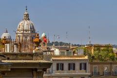 在罗马屋顶的看法 免版税图库摄影