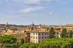 在罗马屋顶的看法 库存图片