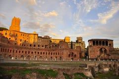 在罗马广场的灼烧的天空 免版税库存照片