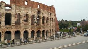 在罗马斗兽场附近的路在罗马 股票录像