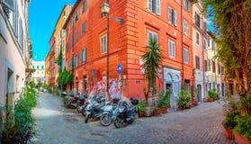 在罗马的历史部分的老街道 免版税库存照片